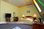 Стандартный двухместный номер мансарда - гостевой дом Фаворит в Коктебеле - Феодосия