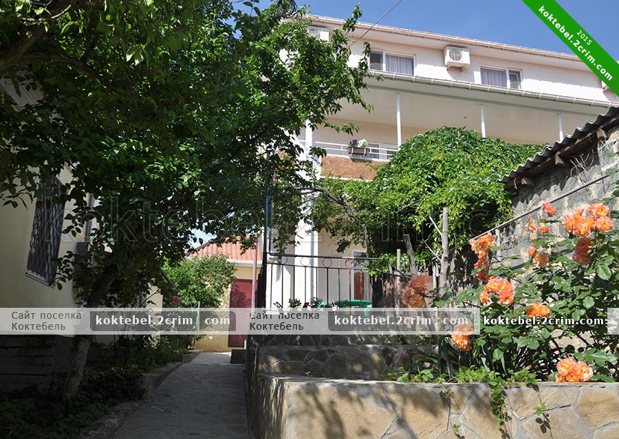 Главное фото - Гостевой дом Виктория на Победы 22 в Коктебеле