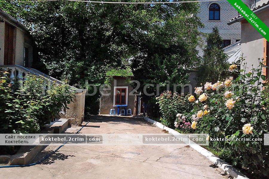 """Главное фото - Частный сектор """"Зеленый дворик"""" на Мичурина 8 в Коктебеле"""