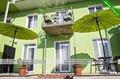 Столики -  отель Коктевилль в Коктебеле - Крым.