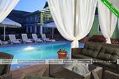 Столики у бассейна -  отель Коктевилль в Коктебеле - Крым.